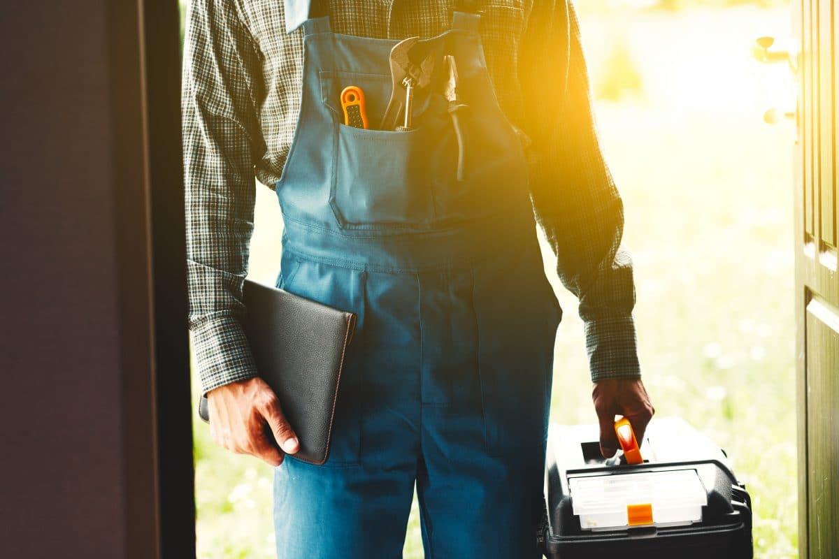 Handwerker und Corona: Was tun bei anstehenden Reparaturen.