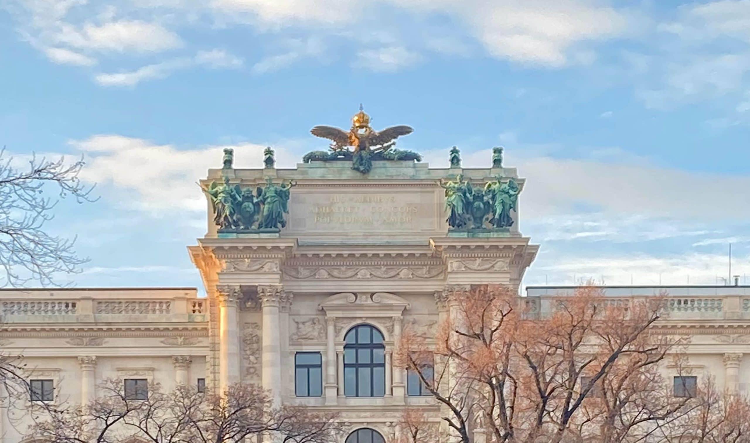 Diskursforscherin Ruth Wodak aus Wien verweist auf den neuen Corona Wortschatz mit Wörtern wie Maskenpflicht oder Kontaktsperre in Österreich und Europa.