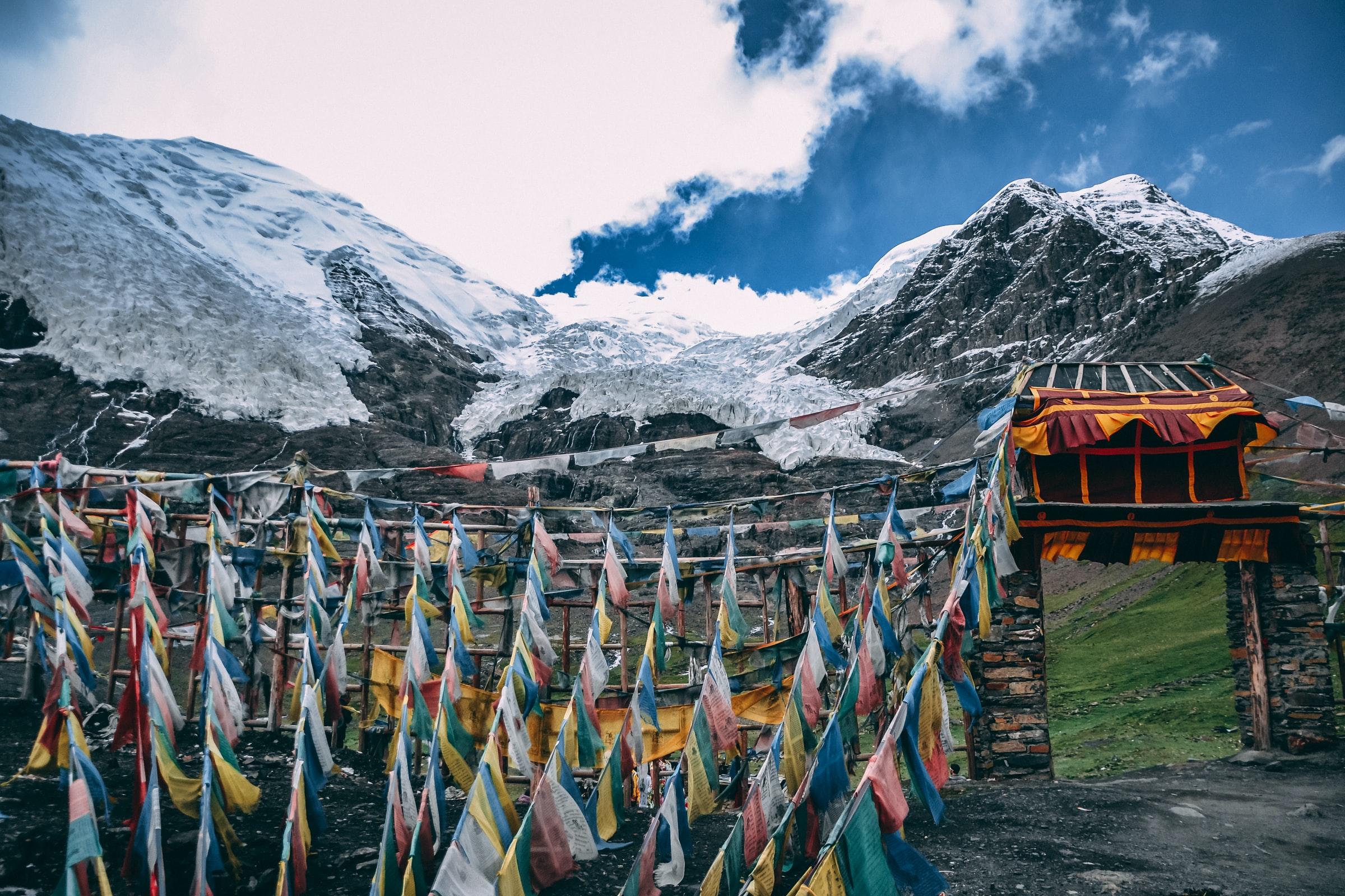 Der 17. Karmapa der Karma-Kagyü-Linie (Tibet) warnt vor missverstandener Angst hinsichtlich der Corona Krise und empfiehlt das 4 Siegel zu kontemplieren.
