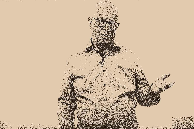 Robert Betz während eines Vortrags, er trägt Hemd, bild in Braun